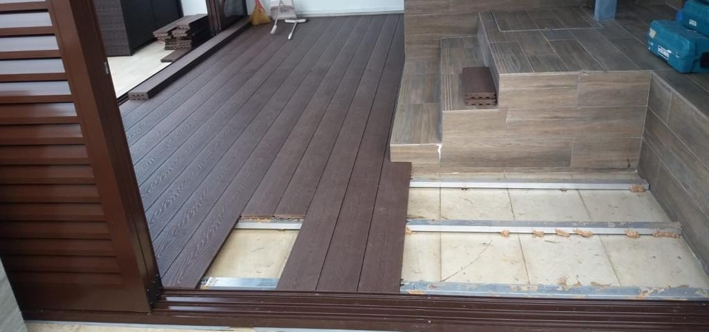 Muflooring - WPC with aluminium frame penthouse roof